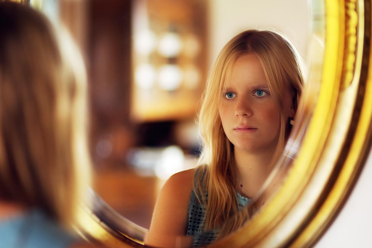 girl-3801536_1280.jpg