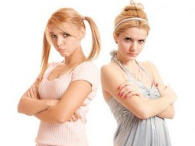 Csak egy maradhat.... avagy  túl lehet élni a kamaszkor szépségeit?