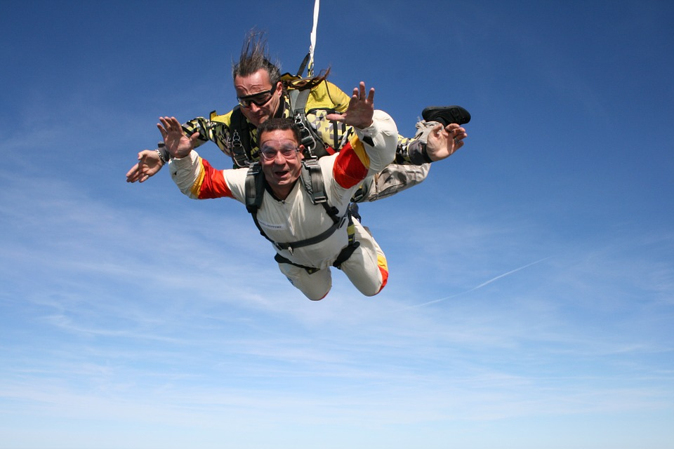skydiving-721299_960_720.jpg