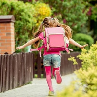 Így segíts a gyerekednek visszarázódni a vakáció után
