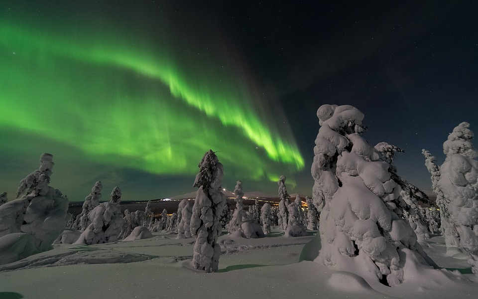 aurora-borealis-2959663_960_720.jpg