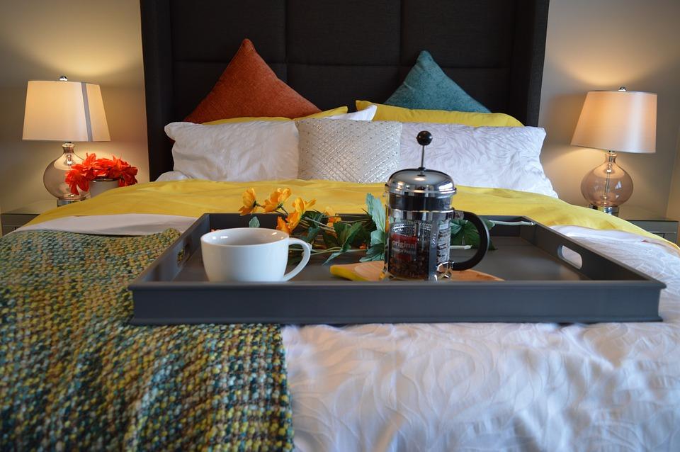 breakfast-in-bed-1158270_960_720.jpg