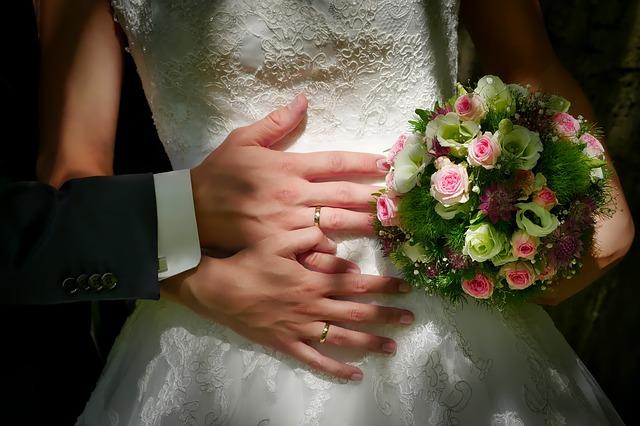 bride-and-groom-3098858_640.jpg