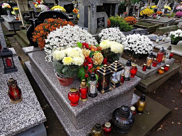 cemetery-1788444_640.jpg