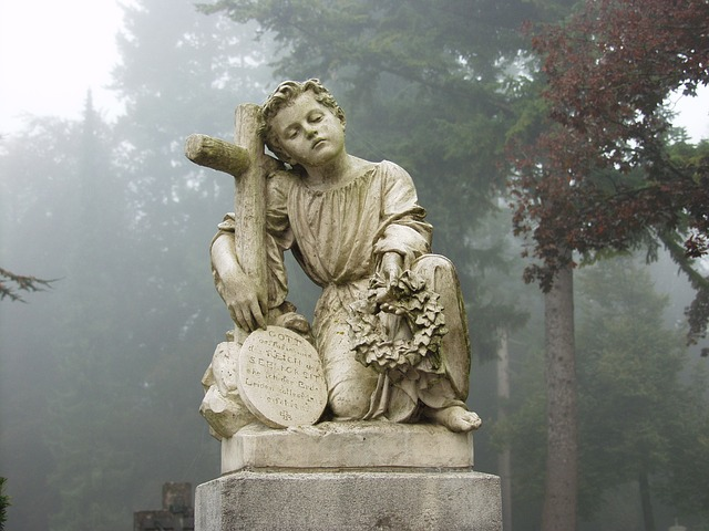 cemetery-61202_640.jpg