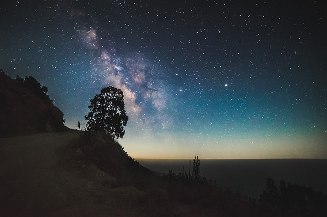 cosmos-1866583_640.jpg