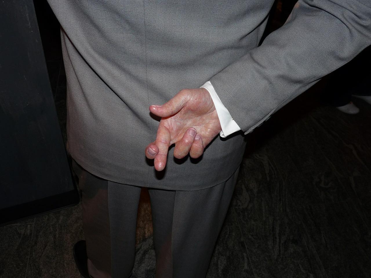 crossed-fingers-363478_1280.jpg
