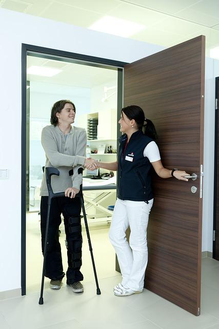 crutches-538883_640.jpg