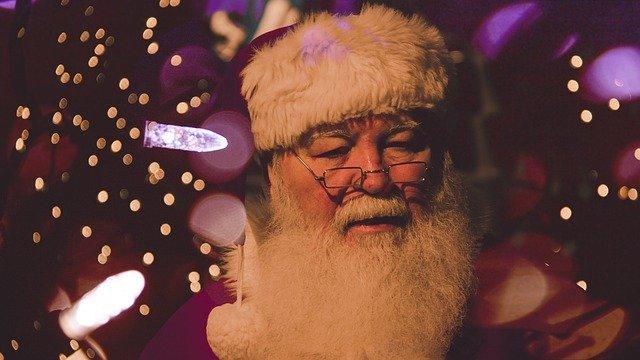 father-christmas-1149928_640.jpg