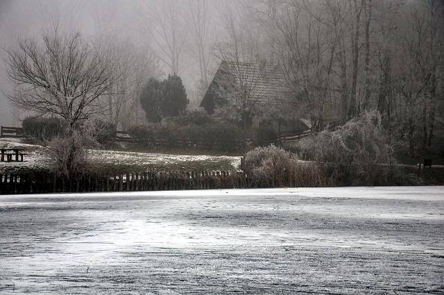 frosty-countryside-2098855_640.jpg