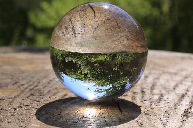 glass-ball-3568441_640.jpg