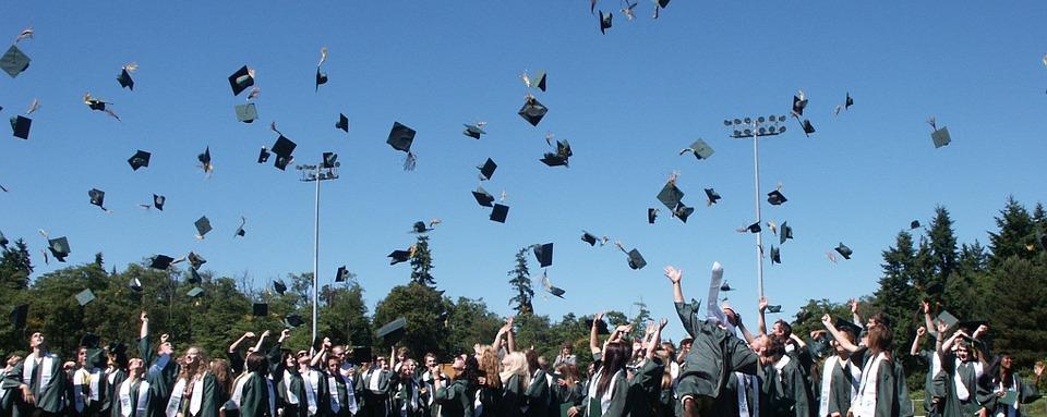 graduation-995042_960_720.jpg