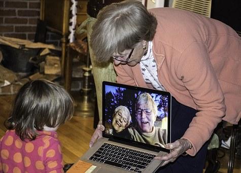 grandparents-1131890_340.jpg