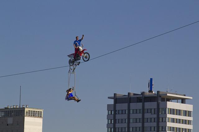 high-wire-artist-2683444_640.jpg