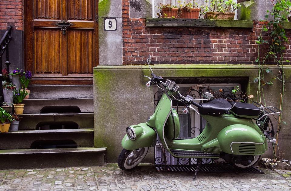moped-1031006_960_720.jpg