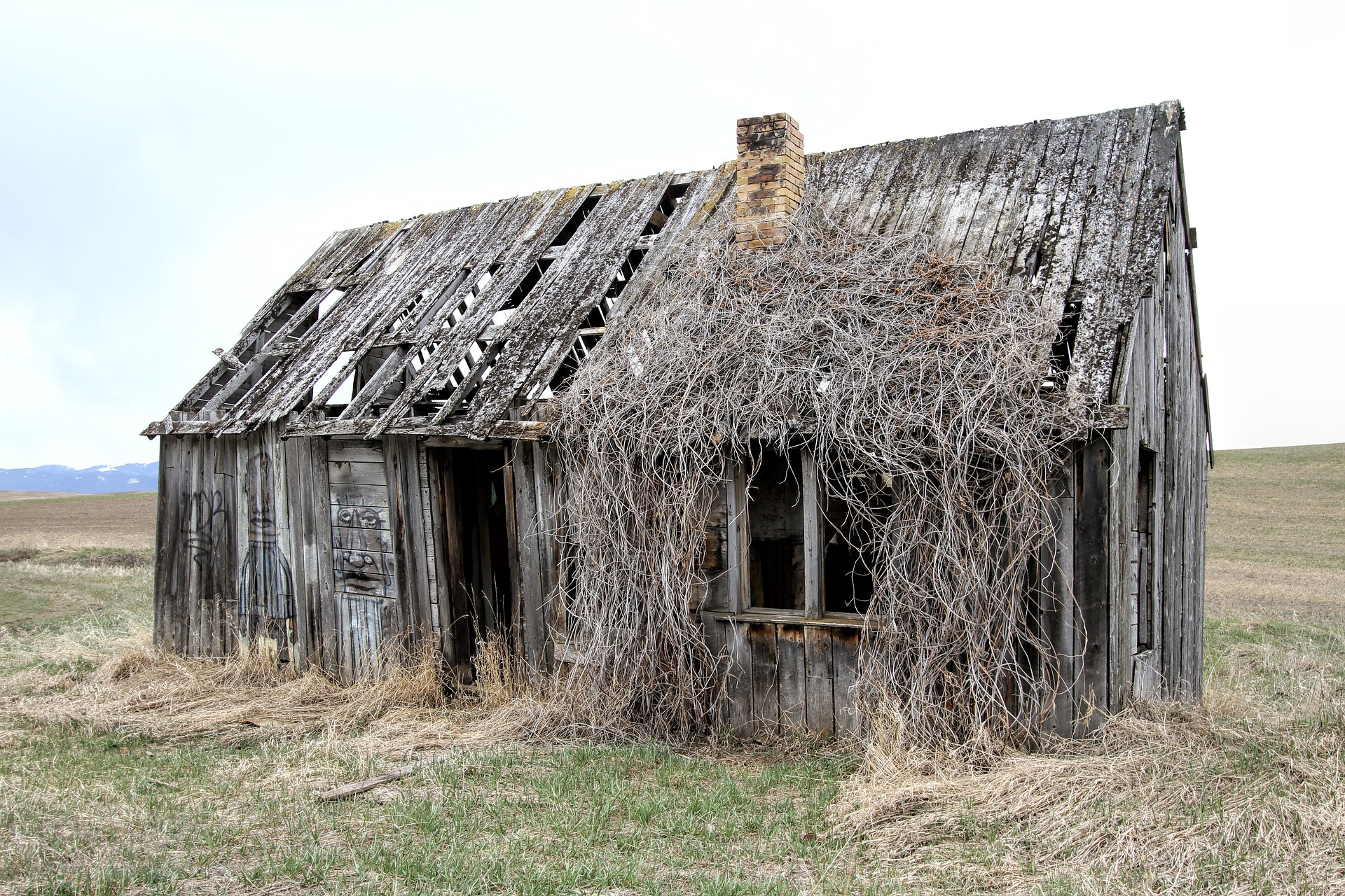 old-farm-house-2096642_1920.jpg