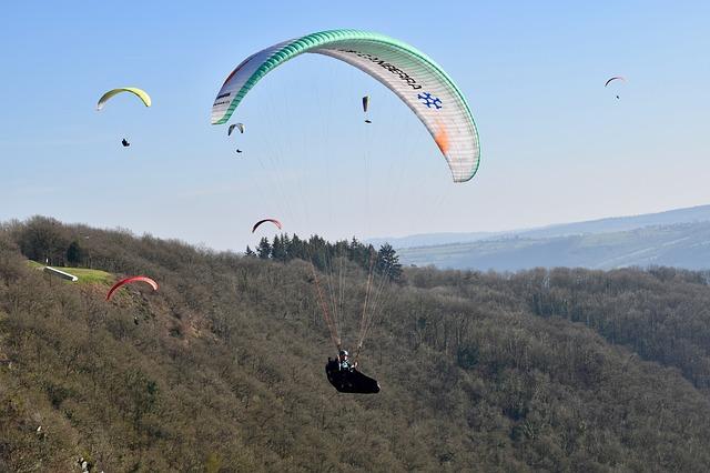 paragliding-4026467_640.jpg