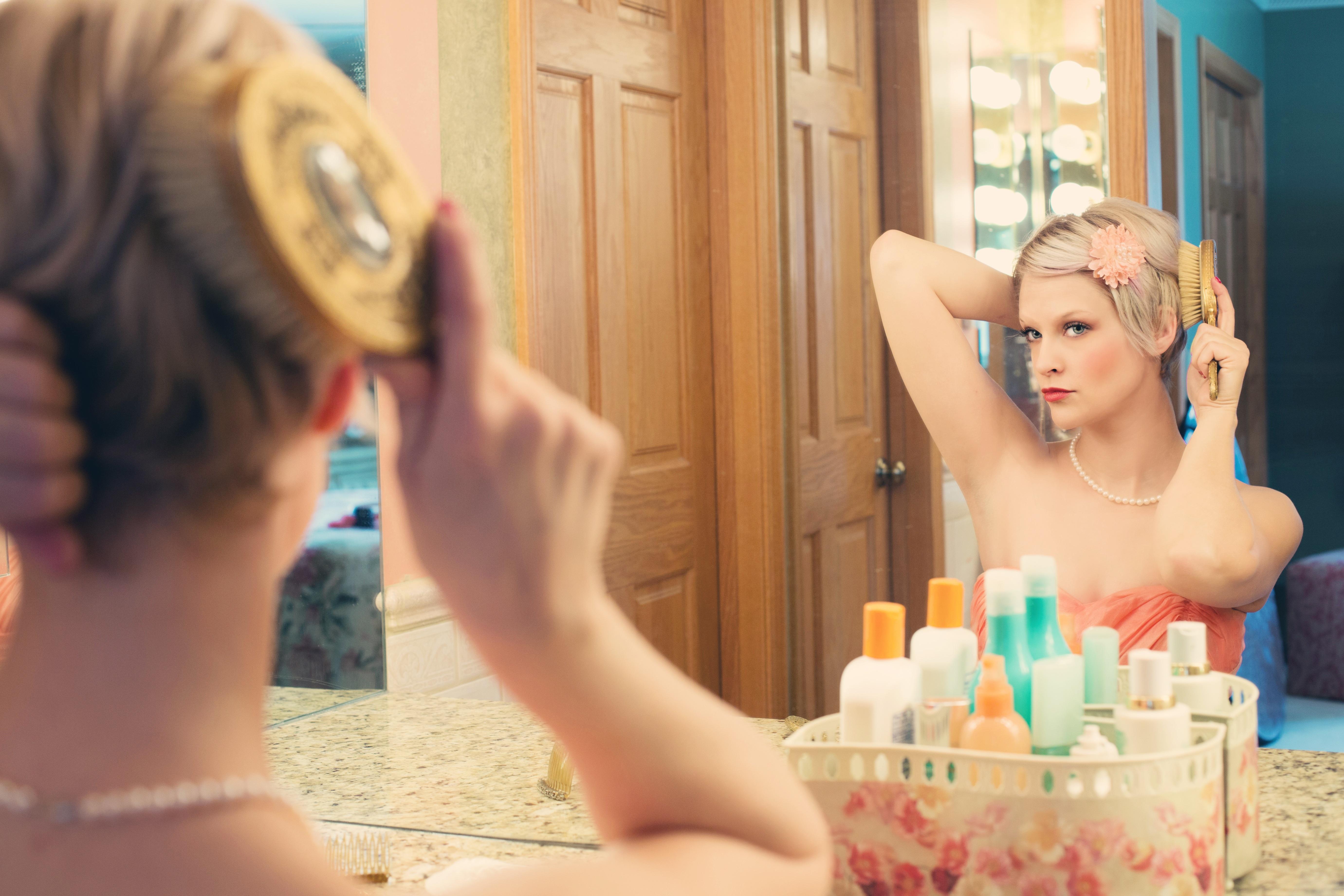 pretty-woman-makeup-mirror-glamour-39250_2.jpeg