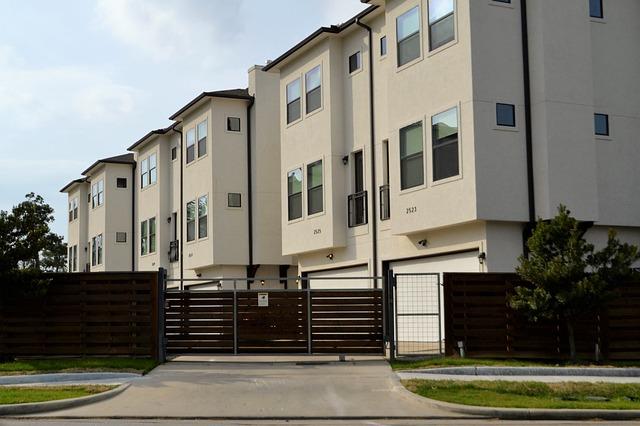 real-estate-3297625_640.jpg