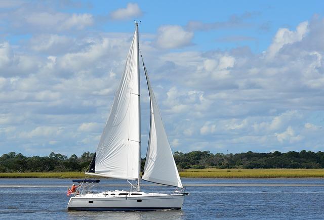sailboat-1572874_640.jpg