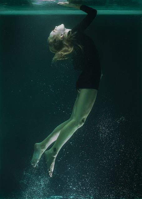 underwater-2408569_640.jpg