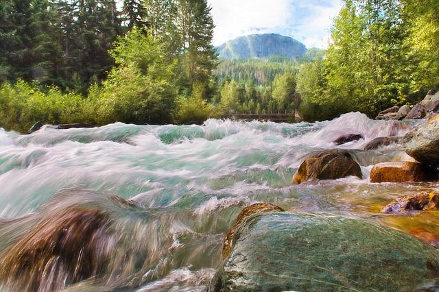 waterfall-1029872_640.jpg