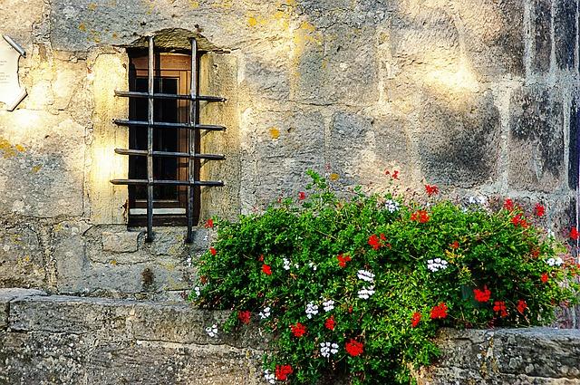 window-327651_640.jpg