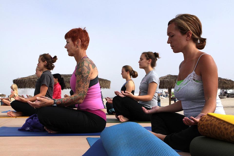 yogawomen-1179435_960_720.jpg
