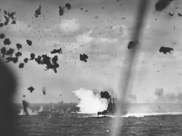 1945_04_11_1411_cl-65_kamikaze_splash_4x3_700x.jpg