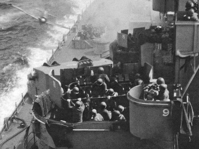 1945_04_11_1443_missouri_bb-63_kamikaze_hit_crop_4x3_700x.jpg