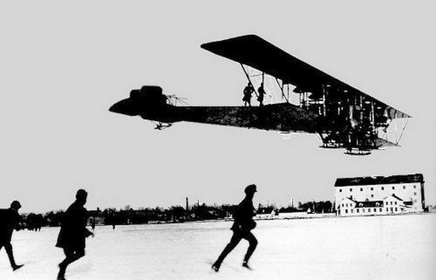 1913_az_ilja-murometsz_a_sikorsky_altal_tervezett_elso_negymotoros_bombazo_elso_probarpulese.jpg