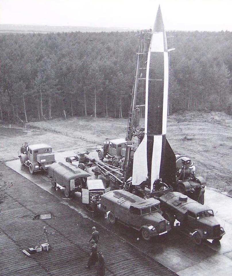 1945_v-2_raketa_kilovesre_keszen_cuxhavenben.jpg