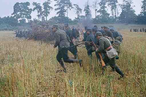 austro-hungarian_infantry_advance_1915.jpg