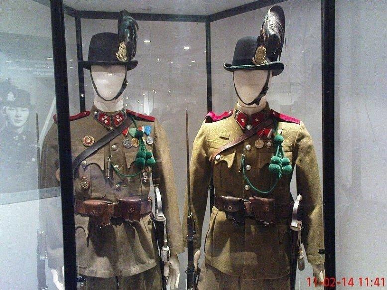 csendor_tiszt_heljetes_zubbonyok_nco_uniforms.jpg
