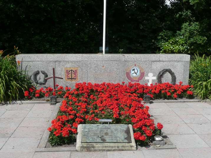 texel-georgian-cemetery-05.jpg