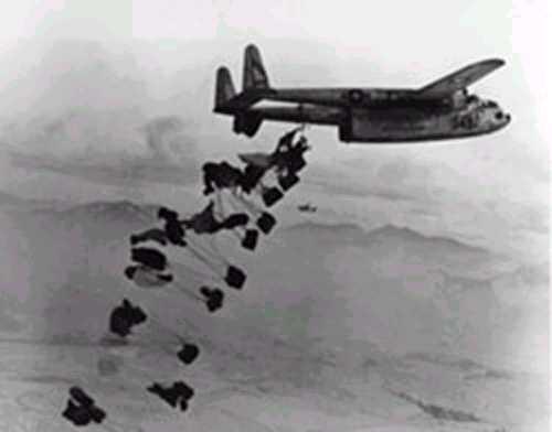 C119droppingCDSkoreanwar.jpg