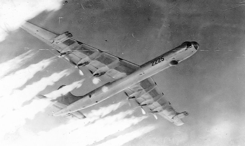 800px-11th_Bombardment_Wing_Convair_B-36J-5-CF_Peacemaker_52-2225.jpg