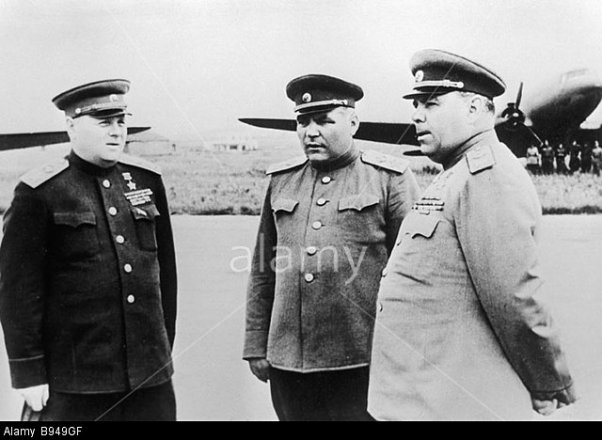 soviet-union-marshals-kirill-meretskov-rodion-malinovsky-and-alexander-b949gf.jpg