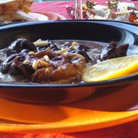 Karácsonyi menü: Vörösboros-tejszínes aszaltszilva leves a' la Dömbi és göngyölt pulykamell (Anica subRosa)