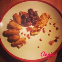 Vasalt csirkemell, krokettel és meggyszósszal (AnicasubRosa)