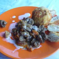 Póréhagymás krumplifánk a vaddisznóraguhoz. Vagy bármihez. Vagy csak úgy, magában. (Anica subRosa)