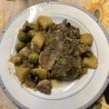 Tarjaszeletek zöldségekkel, öntöttvas edényben sütve