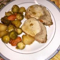 Sertéskaraj zöldségekkel körítve öntöttvas edényben