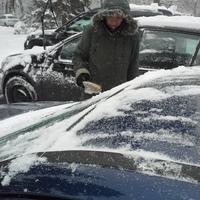 Bildbeschreibung (Eine Person entfernt Schnee)