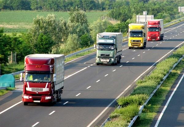 kamion-forgalom-m7-130623.jpg
