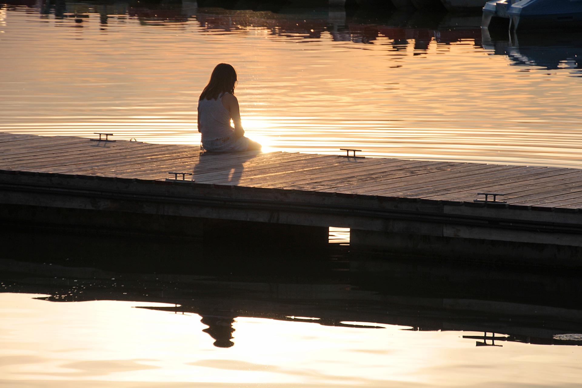 boat-dock-2745174_1920.jpg