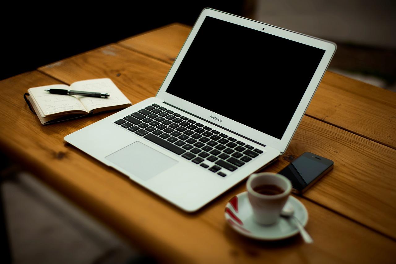 macbook-air-2631132_1280.jpg
