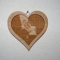 Fából készült szív fényképgravírozással