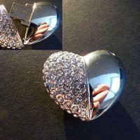 Exluzív ajándék nőnapra, arany és ezüst szív alakú pendrive