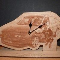 Autó formájú óra fából fényképgravírozással